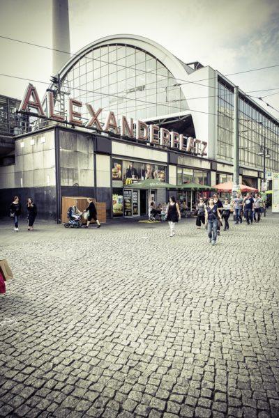 berlinerumschau-stadt-niemlas-schlaeft-sightseeing-babylon-alexanderplatz-bahnhof