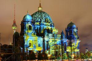 berlinerumschau-festival-of-lights-berliner-dom-fernsehturm-lichtkunst