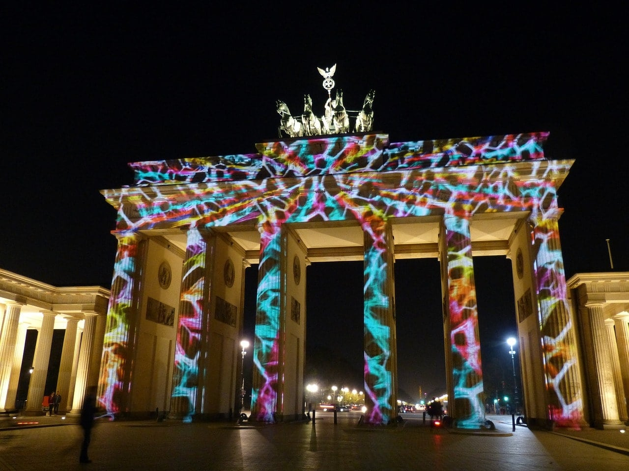berlinerumschau-festival-of-lights-brandenburger-tor-erleuchtet