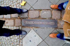 berlinerumschau-tag-der-deutschen-einheit-mauerstreifen-grenze-ost-west