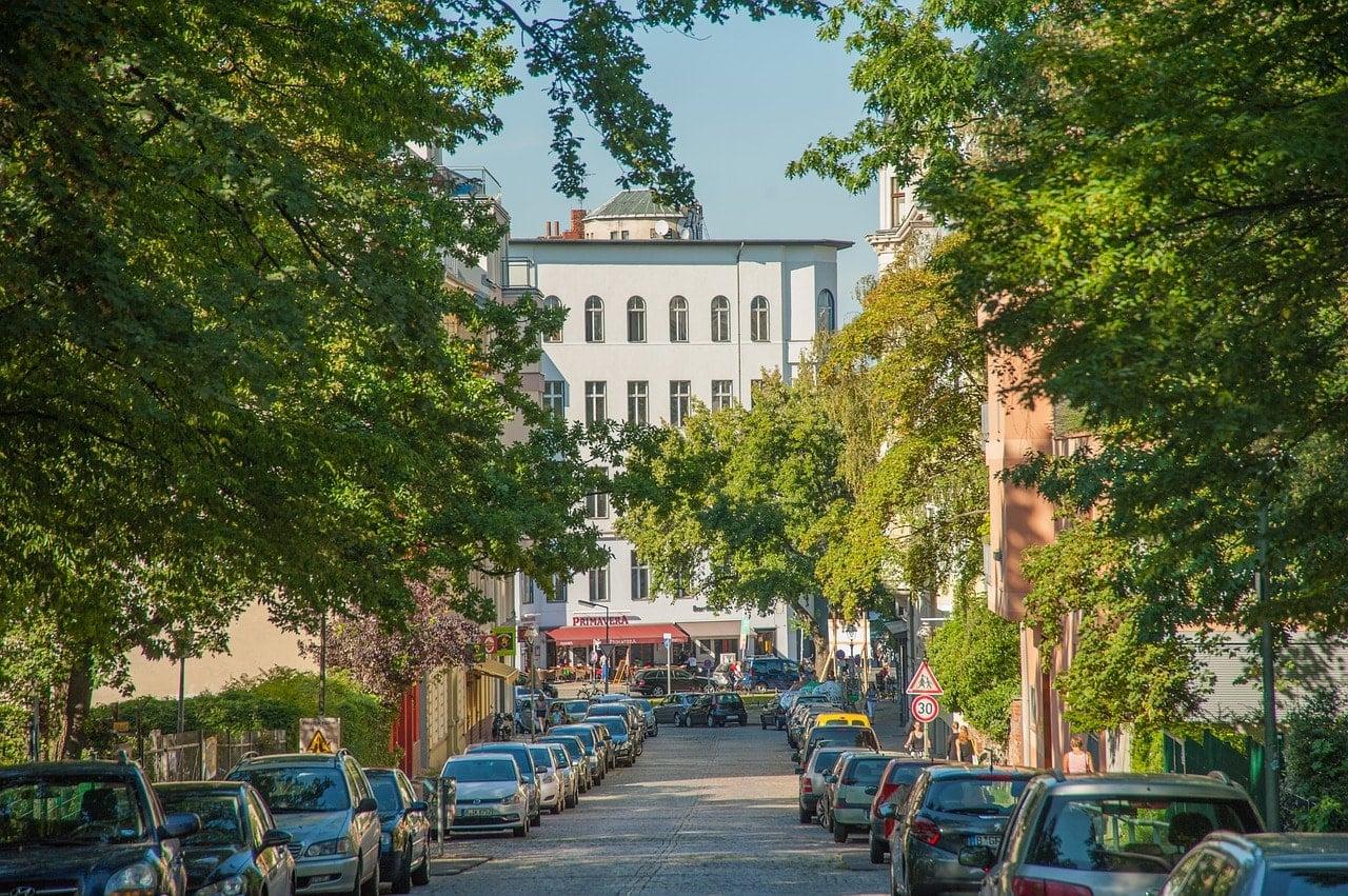 berliner-umschau-ethischer-hausbau-umweltfreundlich-strasse-in-berlin