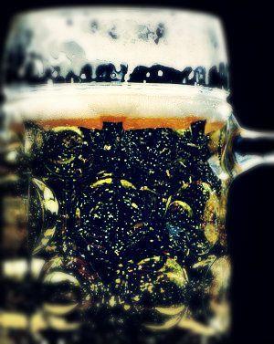 bier-im-becher-schwarz