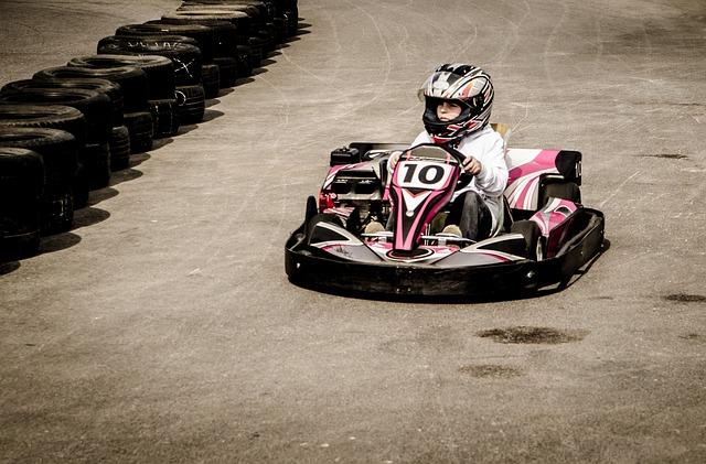 Indoor Kart fahren in Berlin ist ein Spaß für Jung und Alt