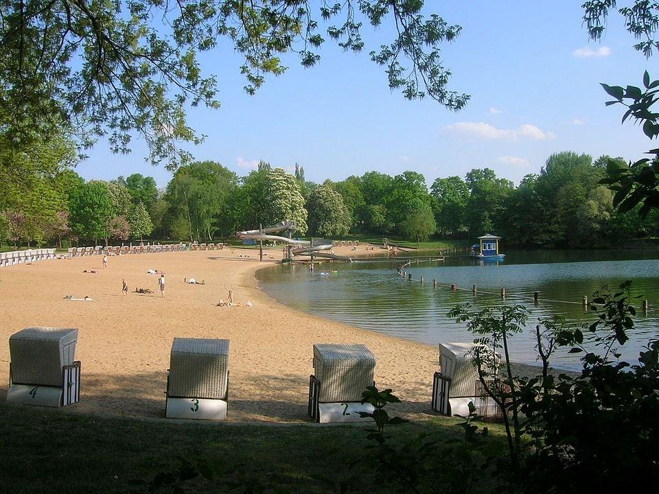 Strandbad Orankesee mit Wasserrutsche