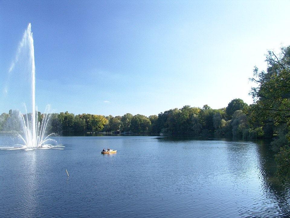 Springbrunnen im Weißen See